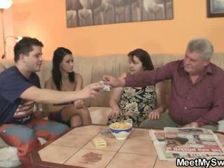 Bf finds su gf follando su familia
