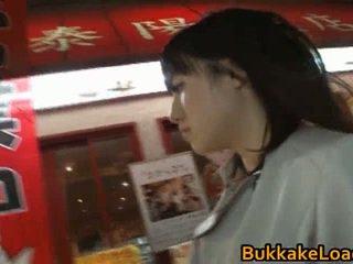 Azusa nagasawa asiática miúda dentro bukkake