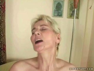 Budak lelaki fucks panas nenek