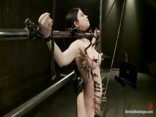 Curvy broad suffers mert orgasms majd strung fel által haj suspension.
