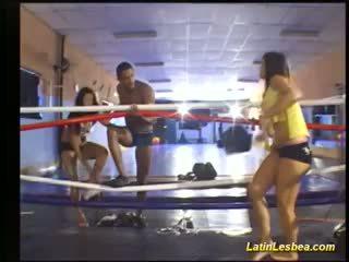 Flexi לטיני lesbea מאבק ב the איגרוף ring