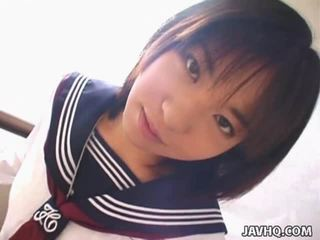 Teenaged jepang coed gives her first cocksuck
