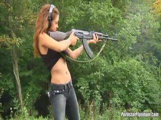 Shooting guns in der nähe von einige avid fool