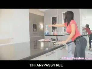 Tiffany preston loves को मिलना मुंह पूर्ण की कम
