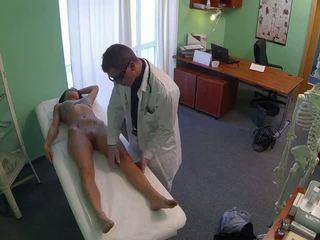 Ohromující pole dancer fucked podle lékař v fake