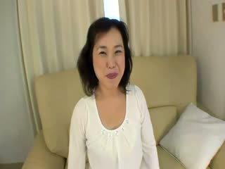 Стар ориенталски проститутка gets felled нагоре на на диван