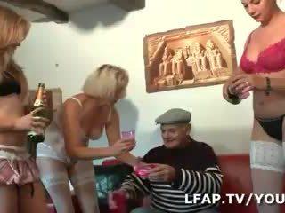 4 culs francais menuangkan l anniv de papy