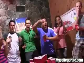 Mycollegerule bia pong trò chơi