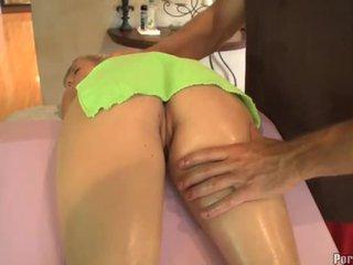 Salbatic cu degetul în timpul fierbinte masaj