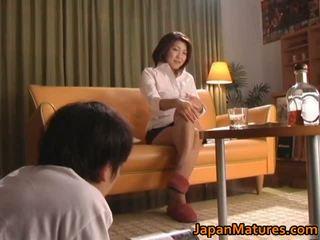 뿔의 일본의 성숙한 아가씨 빨기