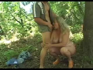 Robusto granny's pelosa vagina scopata in il woods