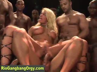 Sexy latine mami takes kokosh