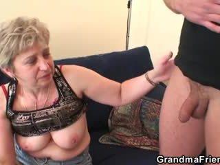 Močiutė takes two cocks po masturbation