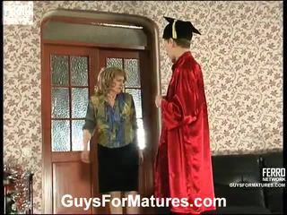 Rebecca und steve leggy mutter onto aktion