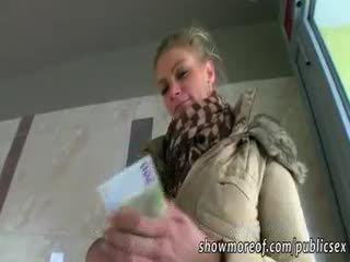 Massiv pupper adele pounded til penger