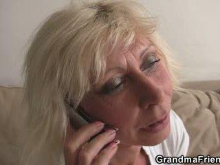 Trojka párty s blondýna vyzreté widow