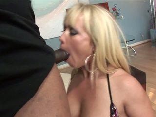 रिच महिला came को दर्शन उसकी ब्लॅक कमीने साथ बड़ा कॉक.