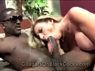 Lustful blondie ýaşy ýeten alkaş sara jay gets fucked by big garaja man