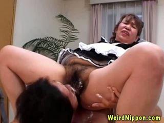 Ázijské babka gets ju chlpaté pička licked