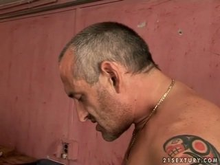 Kyut tinedyer ginintuan ang buhok gets fucked by luma man