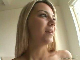 Seksual blondinka ashlynn brooke receives a warm spray of jyzlamak