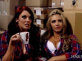 Hot lesbisk trekant med den sjef samantha bentley