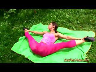 Süß flexi contortionist ficken im natur