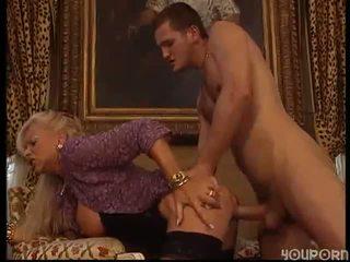 בוגר אישה מזוין על ידי גבר