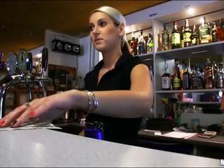 Armas bartender lenka perses jooksul töö