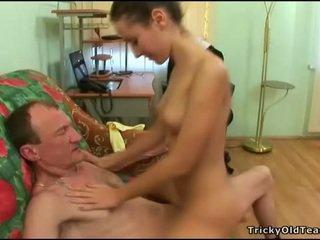 Senas mokytojas gets varpa loving veikla
