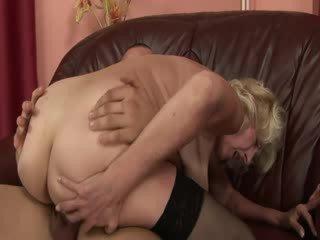 Küpsemad granny nautima beib munn sisse tussu ja suu