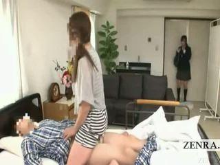 Subtitled जपानीस स्कूलगर्ल हॉस्पिटल मिल्फ सरप्राइज़