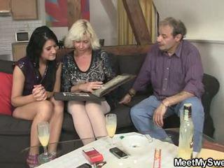 Gf gets lured trong có ba người qua của anh ấy parents