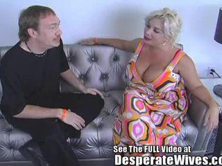 Desperate वाइफ claudia marie eats cum!min