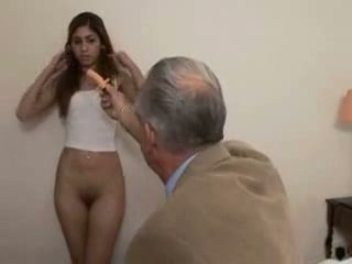 爺爺 fucks 青少年 女孩