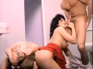 Jeanna Fine does a 3some in the club's toilet