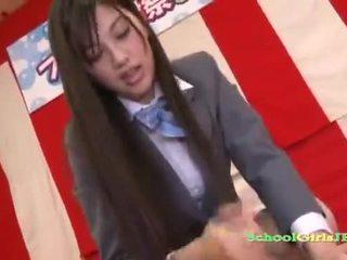 Seksikäs aasialaiset koulutyttö nykiminen pois hänen mans kukko