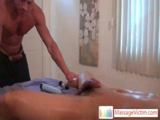 Nóng homo hunk getting của anh ấy miệng stuffed với bulky đồng tính con gà trống qua massagevictim