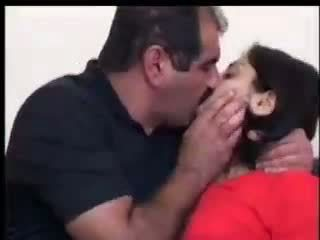 터키의 소녀 fucks 와 yilmaz sahin 비디오