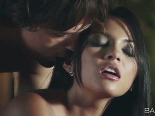 Stunning pornstar Adrianna Luna nailed
