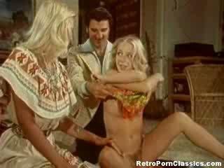 Clanalic seka satu pria dua wanita seks tiga orang