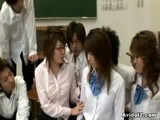 Kiimas jaapani õpetaja gets perses ja kuritarvitatud