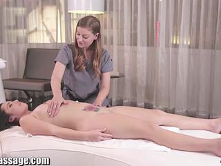 Tutto ragazza massaggio lesbica anale licking in hotel