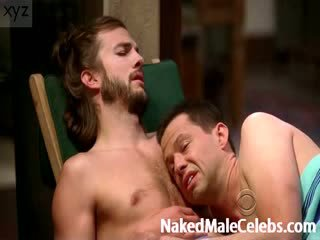 Ashton Kutcher exposes his Nude body