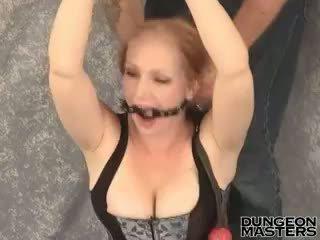 Abgekettet blond sklave im sexy korsett tori gets gagged nach oben