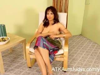 ホット 熟女 lala bond gives a フル presentation の 彼女自身
