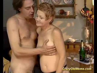 舊的 孩兒 gets 硬 性交