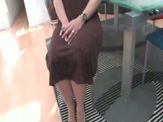 Hawt Aged Slut Kelly Leigh Strips & Sexy Poses
