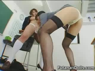 Futanari 小雞 gets sucked!
