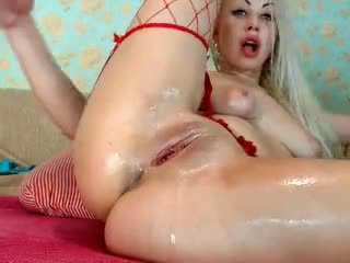 Rubia chica fist su culo en cámara